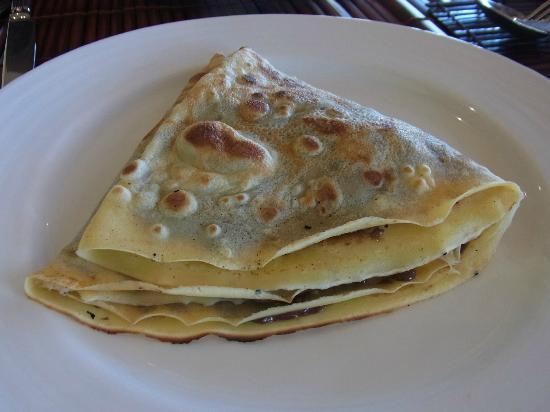 La Residence Hue Hotel & Spa: Crepes at breakfast freshly made...delicious!