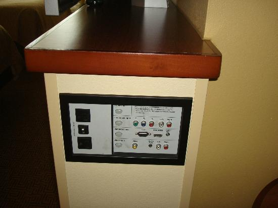 Hyatt Place Grand Rapids-South: How cool is this media hook up in the room!