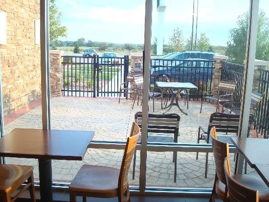 Hyatt Place Grand Rapids-South : You can sit outside too!