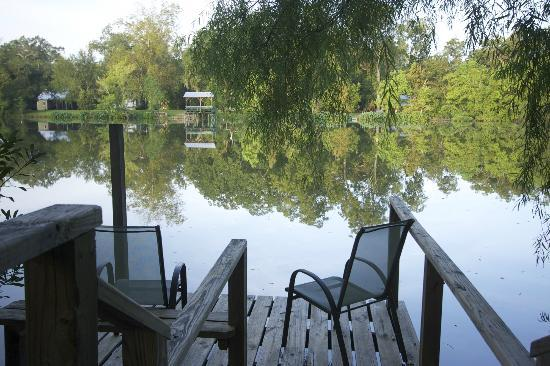 Cajun Country Cottages Bed and Breakfast: View of the lake from Little Cypress