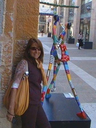 Jerusalem International YMCA: Cris en centro comercial vacio