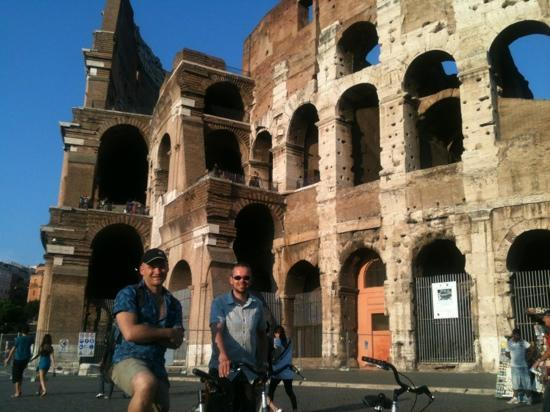 Rome by Bike: Max and us @ Colosseum