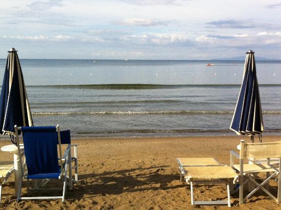spiaggia Bagni Ausonia - Foto di Hotel Ausonia, Follonica - TripAdvisor