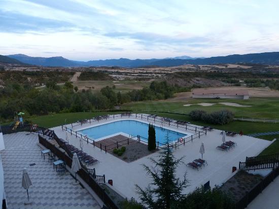 Piscina y campo de golf picture of hotel real golf spa for Piscina jaca