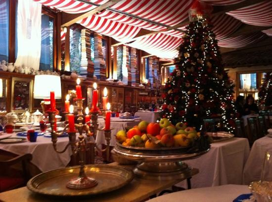 Quistello, Italia: Interno (durante il periodo natalizio)