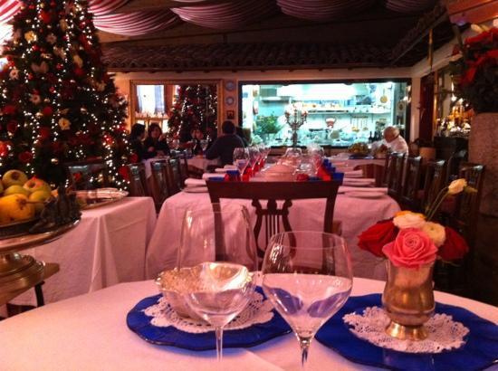 Ristorante Ambasciata: Interno (durante il periodo natalizio)