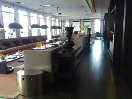 Radisson Blu Santiago La Dehesa: Lobby bar
