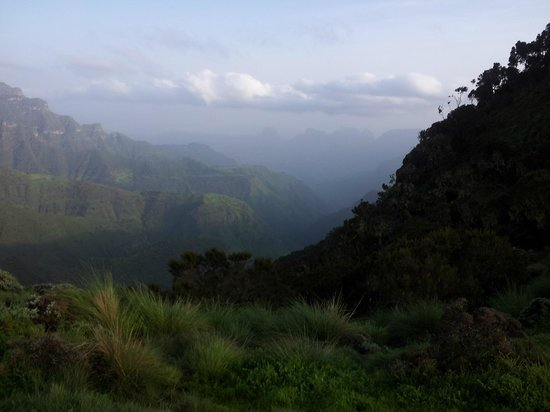 Simien Mountains National Park: View into the mountains