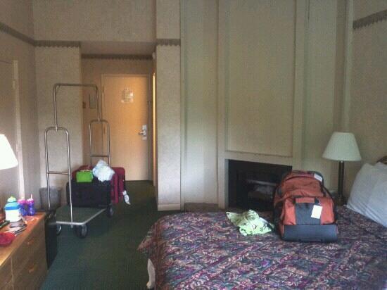 Glenstone Lodge: king room 502