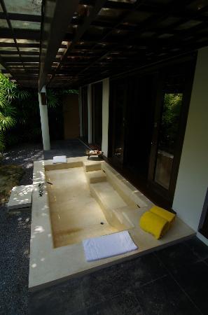 Phulay Bay, a Ritz-Carlton Reserve: お部屋の内側についてるバスタブは広々してました