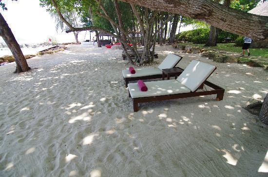 Phulay Bay, A Ritz-Carlton Reserve: お部屋の前にあるプライベートビーチです