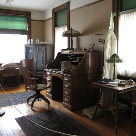 Banting House National Historic Site : Office/Visiting room