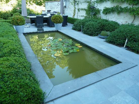 Bed & Breakfast Speelmansrei: le petit jardin en bord du canal