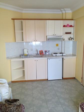 Iltur Apartments: kitchen area