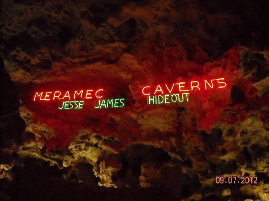 Meramec Caverns: Entry to the cave