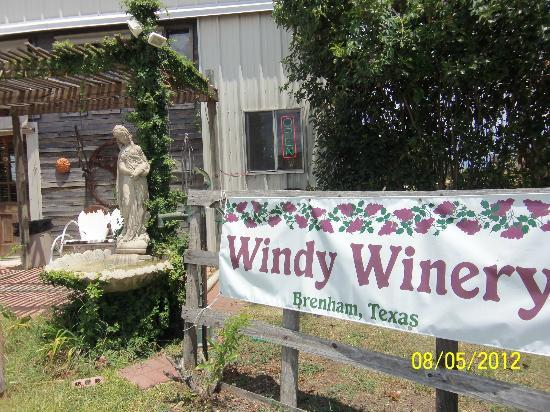 Windy Winery: Winery entrance