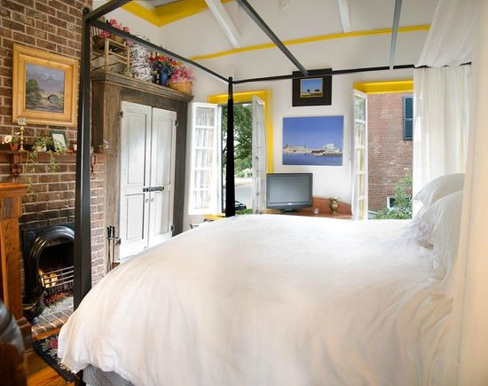 Armstrong Inns Bed and Breakfast: Carriage House Bedroom