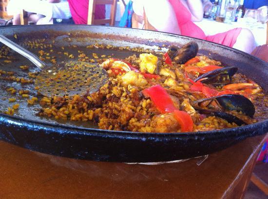 Paella de pescado y marisco picture of el carmen sant - Paella de pescado ...