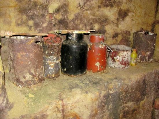 Painted cellar (Malovany sklep): the painter's tools