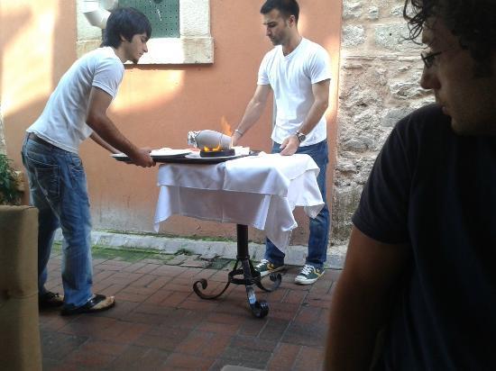 Istanbul Enjoyer Cafe & Restaurant: Testi Kebab