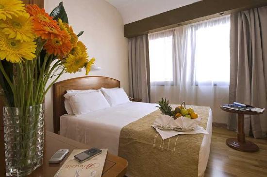 Hotel Dei Congressi : camera matrimoniale