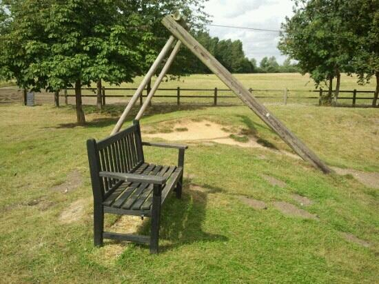 Easton Farm Park: Zip slide and a place for adults to watch from..