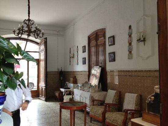 L'Encarnacion: Hotel Hallway