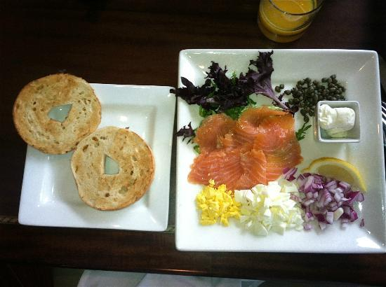 Union Bluff Hotel: Breakfast, lox, cream cheese, and fixins, in the Grill restaurant.