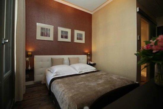 Hotel des Arceaux: Chambre Classique douche n° 101