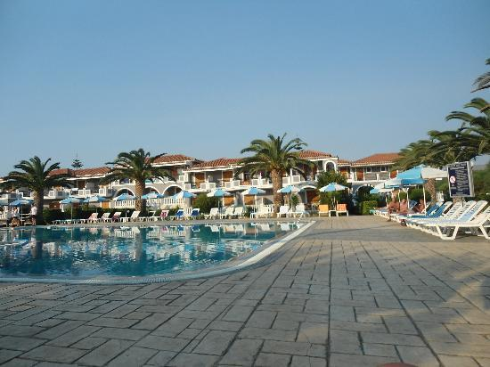 Golden Sun Hotel: pool area