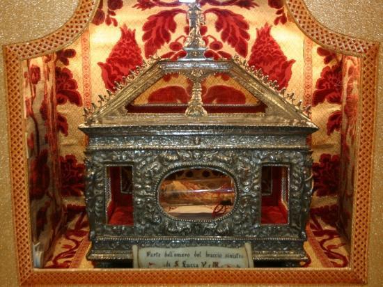 Santuario di Santa Lucia, le reliquie di Santa Lucia in occasione del gemellaggio con Siracusa