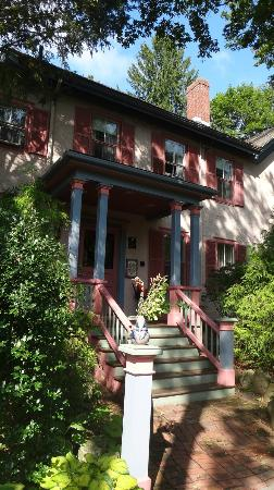 Hawthorne Inn: The House