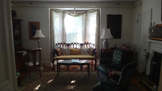 Hawthorne Inn: Living room