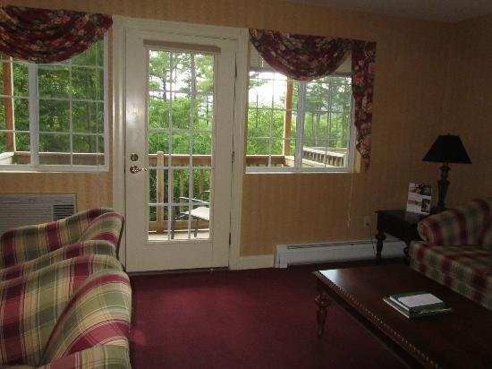 Christmas Farm Inn & Spa: Lounge to Balcony
