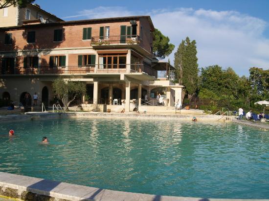 Hotel e piscina picture of albergo posta marcucci bagno vignoni tripadvisor - Bagno vignoni hotel posta marcucci ...