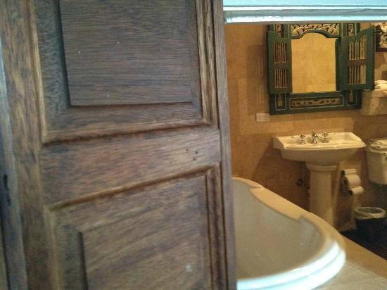 A Stone's Throw Away: Suite: Bathroom (#10)
