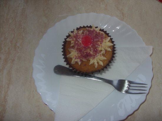 Stanley's Tea Room : Nice cupcake, and obviously homemade!!!