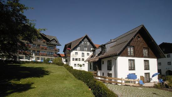 Hotel Bayerischer Hof Kur- & Sporthotel: Bayerischer Hof mit Gästehaus Leopold im Vordergrund