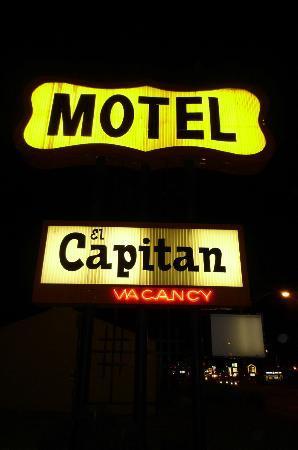 El Capitan Motel: Roadside Sign