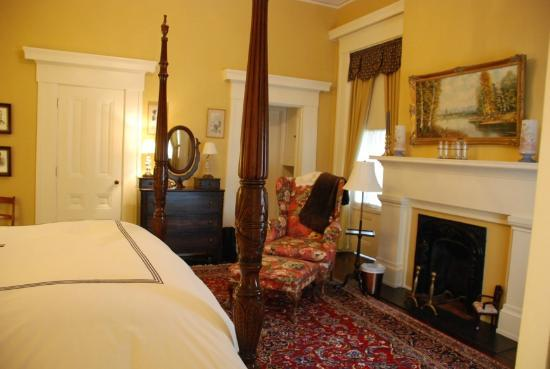 Atwood House Bed and Breakfast: Governors Room
