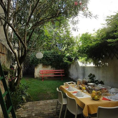 19 Borgo Cavour: A Dream: Breakfast In The Garden Under An Oleander Tree