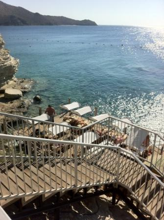Xanadu Island Hotel: beach