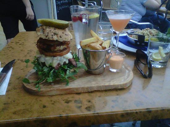 Harbour Fish and Grill: gorgeous burger! nothing can beat this