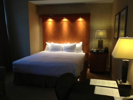 ‪‪Hilton Boston Downtown / Faneuil Hall‬: Upgraded King Bed