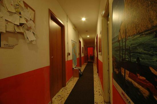 Appia Guest House: corridoio