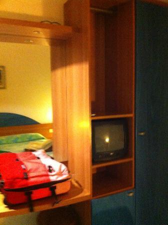 Hotel Vienna: antique TV