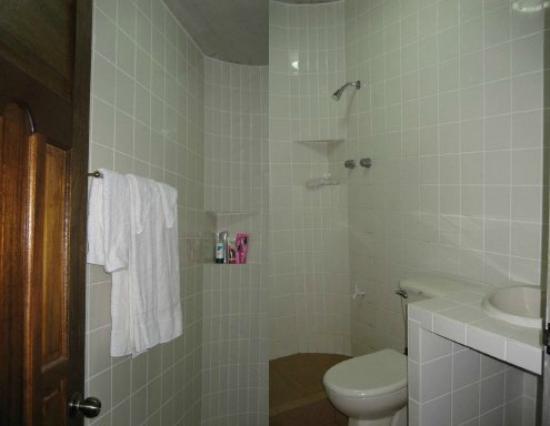 Visayas Breeze Resort: Deluxe Bathroom