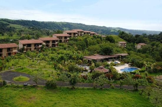 Arenal Kioro Suites & Spa: la propiedad, hermosos jardines.