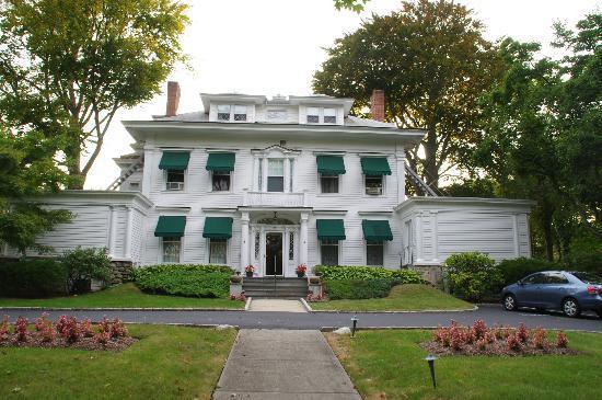 Stanton House Inn facade