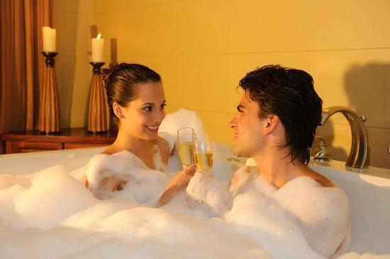 Arenal Kioro Suites & Spa: relajase con su pareja en su habitación